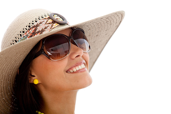 Few Reasons Why Cheap Sunglasses Can Harm Your Eyes
