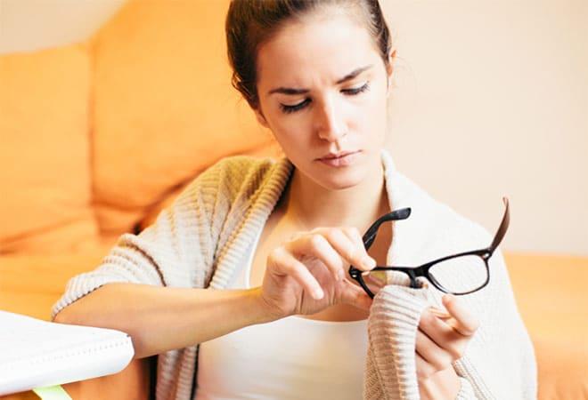 6330cda2389 Shopping Tips 5 Tips That Will Make Your Eyeglasses Last Longer
