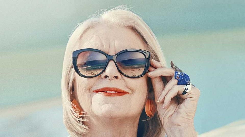 older women glasses Mature
